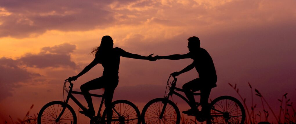 couples bike together on clickdate.me